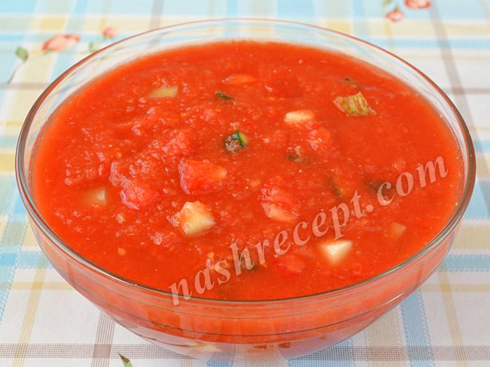 добавляем овощи в томатный суп - dobavlyaem ovoschi v tomatnyi sup