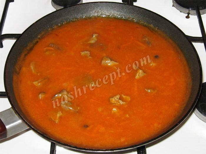 добавляем в подливу томатную пасту или соус - dobavlyaem v podlivu tomatnuyu pastu ili sous