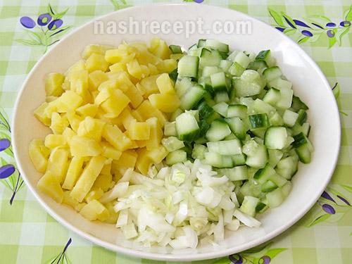 картошка, огурцы и лук для окрошки - kartoshka, ogurtsy i luk dlya okroshki