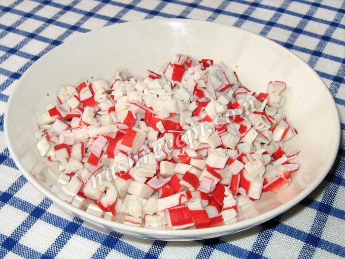 крабовые палочки для салата - krabovye palochki dlya salata