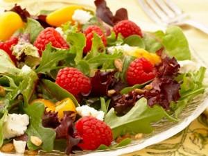 салат с малиновым соусом - salat s malinovym sousom