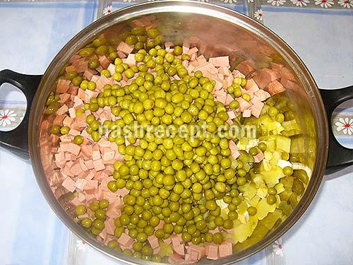 добавляем зеленый горошек - dobavliaem zelenyi goroshek