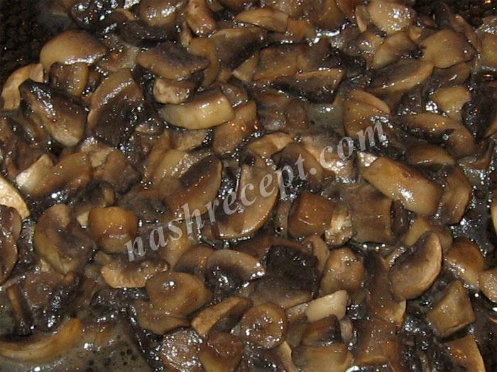 обжариваем грибы для грибной подливы - obzharivaem griby dlya gribnoy podlivy