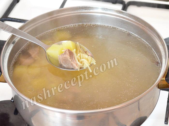 добавляем в суп вермишель - dobavlyaem v sup vermishel