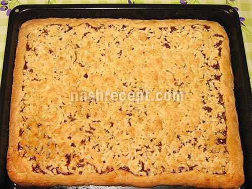 выпекаем тертый песочный пирог с вареньем - vypekaem tertyi pesochnyi pirog s vareniem