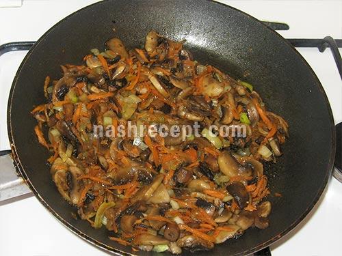 обжариваем грибы с овощами - obzharivaem griby s ovoschami