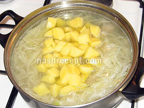 кладем капусту, рис и картофель - kladem kapustu, ris i kartofel