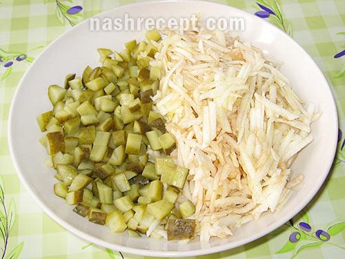 соленые огурцы и яблоки для салата - solenye ogurtsy i yabloki dlya salata