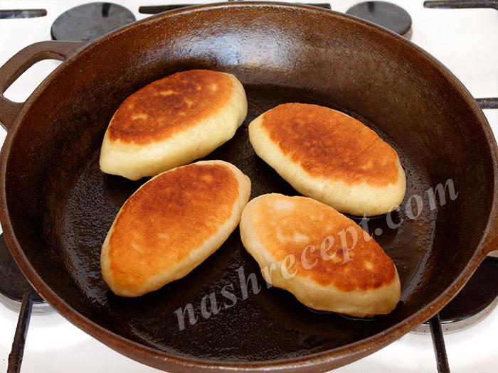 переворачиваем пирожки с картошкой - perevorachivaem pirozhki s kartoshkoy
