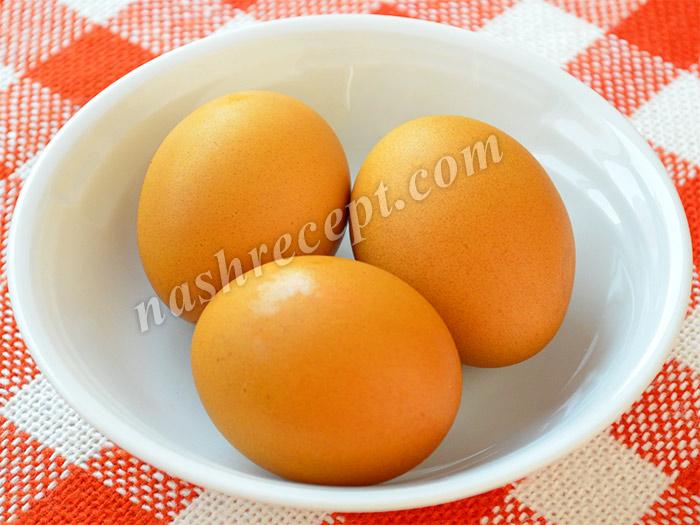 яйца желтого цвета, окрашенные куркумой - yaytsa zheltogo tsveta, okrashennye kurkumoy