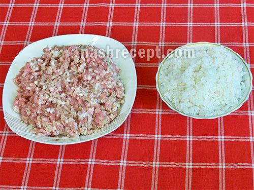 фарш и отварной рис для мясных котлет с рисом - farsh i otvarnoy ris dlya myasnyh kotlet s risom