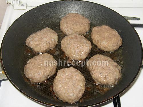 жарим мясные котлеты с гречкой - zharim myasnye kotlety s grechkoy