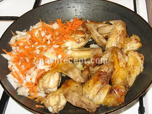 куриные крылышки с луком и морковью - kurinye krylyshki s lukom i morkovyu