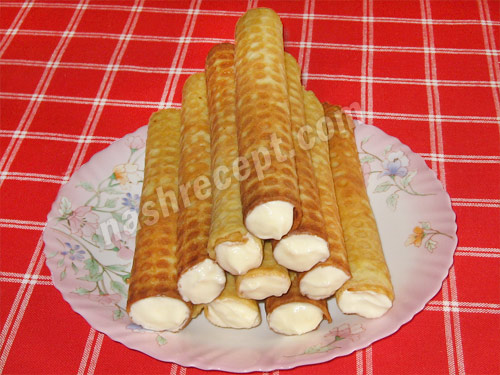 домашние вафельные трубочки со сметанным кремом