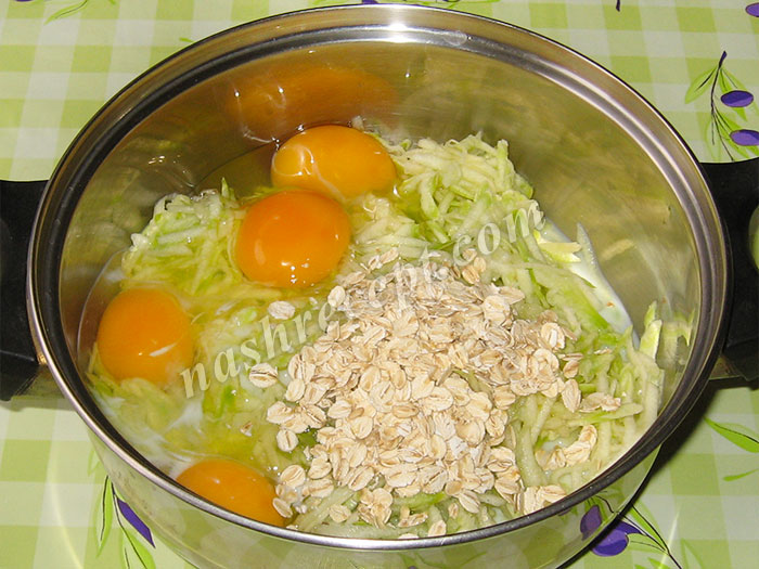омлет из кабачков: молоко и овсяные хлопья - omlet iz kabachkov: moloko i ovsyanye hlopya