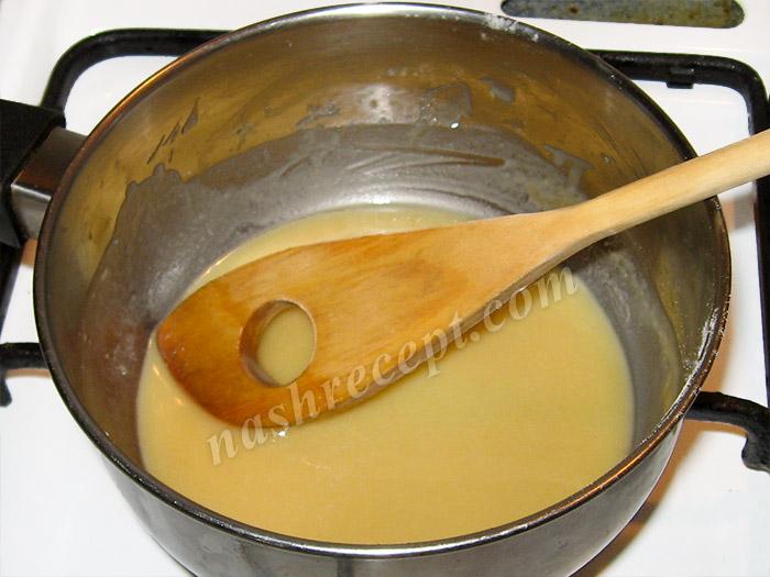 обжариваем муку для соуса - obzharivaem muku dlya sousa