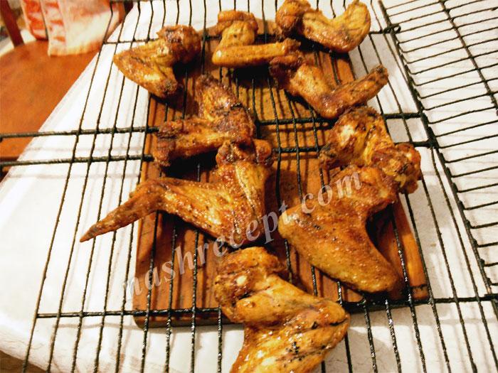 запекаем куриные крылышки на гриле - zapekaem kurinye krylyshki na grile