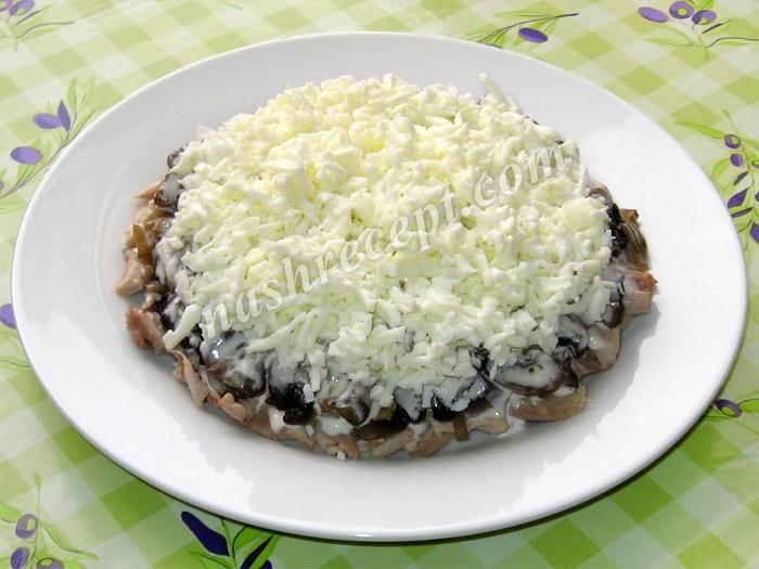 """салат """"Подсолнух"""": слой яичных белков - salat podsolnuh: sloy yaichnyh belkov"""