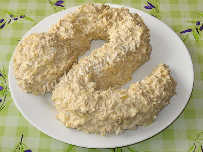 выкладываем салат в виде змеи - vykladyvaem salat v vide zmei