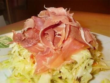 капустный салат с пармезаном и ветчиной - kapustnyi salat s parmezanom i vetchinoy
