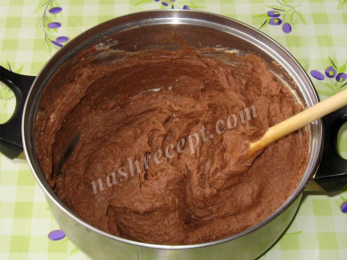 добавляем муку в тесто для торта Захер - dobavlyaem muku v testo dlya torta Sacher