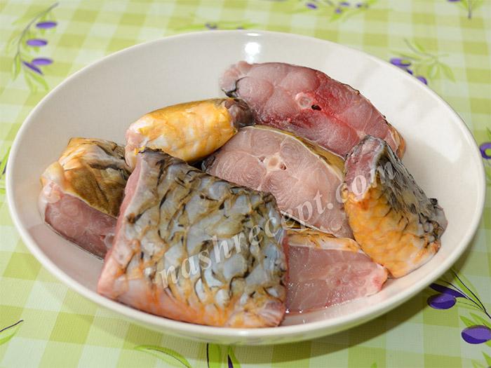 карпа чистим и разрезаем на порционные кусочки - karpa chistim i razrezaem na portsionnye kusochki