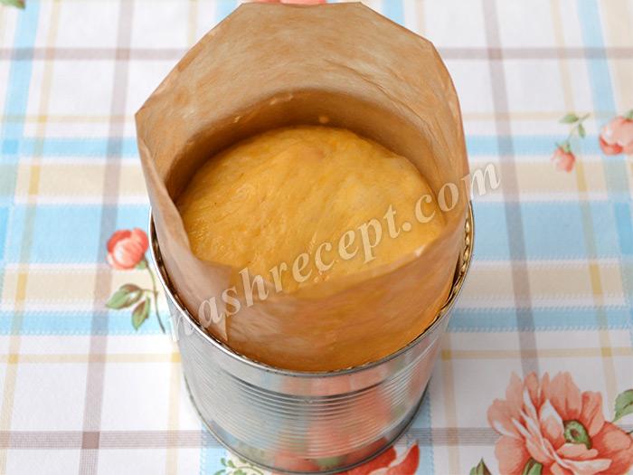 подошедшее тесто для куличей в форме - podoshedshee testo dlya kulichey v forme