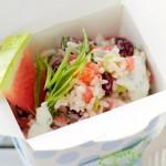 Рисовый салат с йогуртовым соусом
