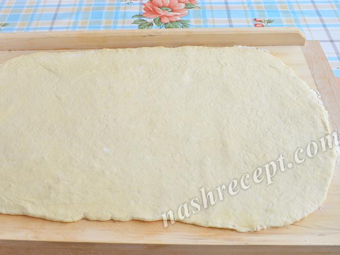 раскатываем слоеное дрожжевое тесто для круассанов - raskatyvaem sloenoe drozhzhevoe testo dlya kruassanov