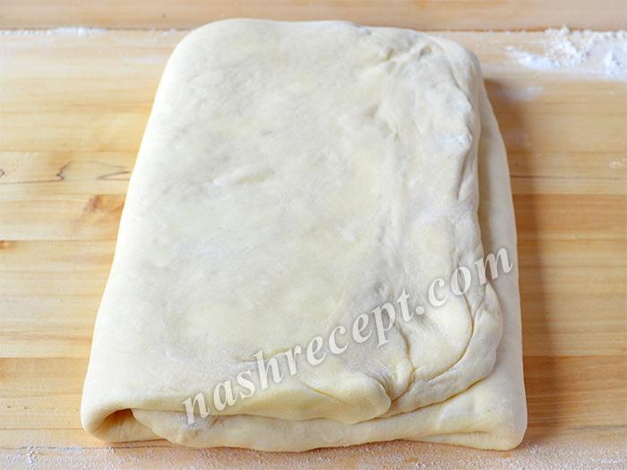 складываем слоеное дрожжевое тесто в 3 раз - skladyvaem sloenoe drozhzhevoe testo v 3 raz