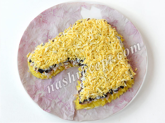 салат Лошадь: слой яиц и сыра - salat loshad: sloy yaits i syra