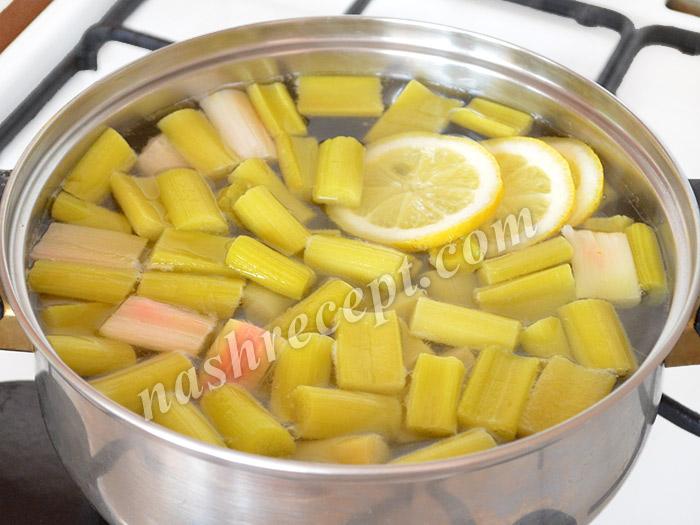 ревень и лимон кладем в кипящий сироп - reven i limon kladem v kipyaschiy sirop