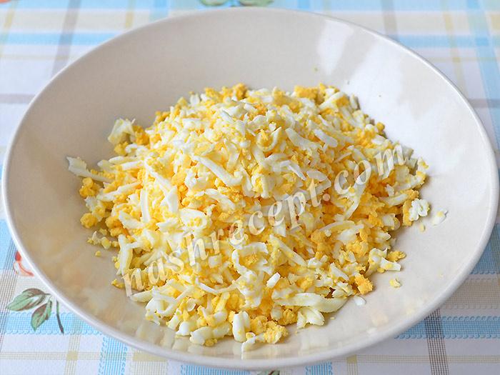 тертые яйца для салата - tertye yaytsa dlya salata