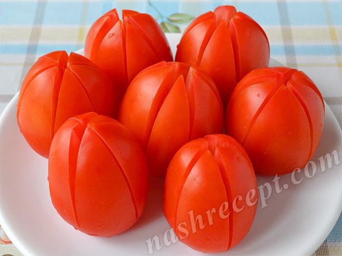 вырезаем тюльпаны из помидоров - vyrezaem tyulpany iz pomidorov