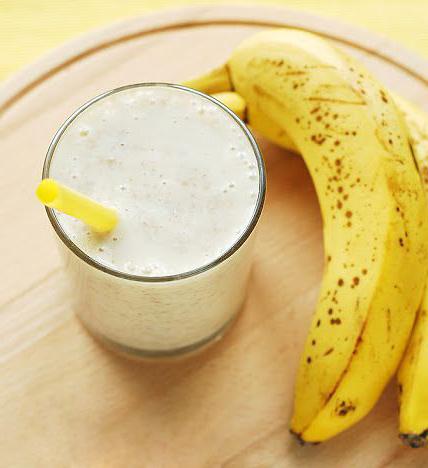 коктейль из бананов, мороженого и молока - kokteyl iz bananov, morozhenogo i moloka