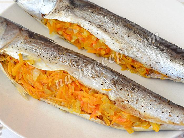 скумбрия, фаршированная луком и морковью - skumbriya, farshirovannaya lukom i morkovyu