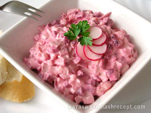 салат из свеклы с яйцом и колбасой - salat iz svekly s yaytsom i kolbasoy