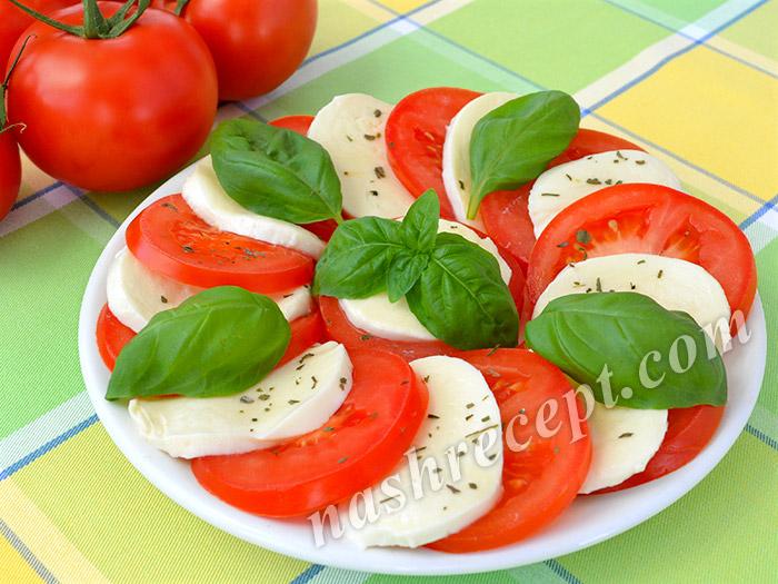 салат Капрезе с помидорами и моцареллой - salat caprese s pomidorami i mozzarelloy