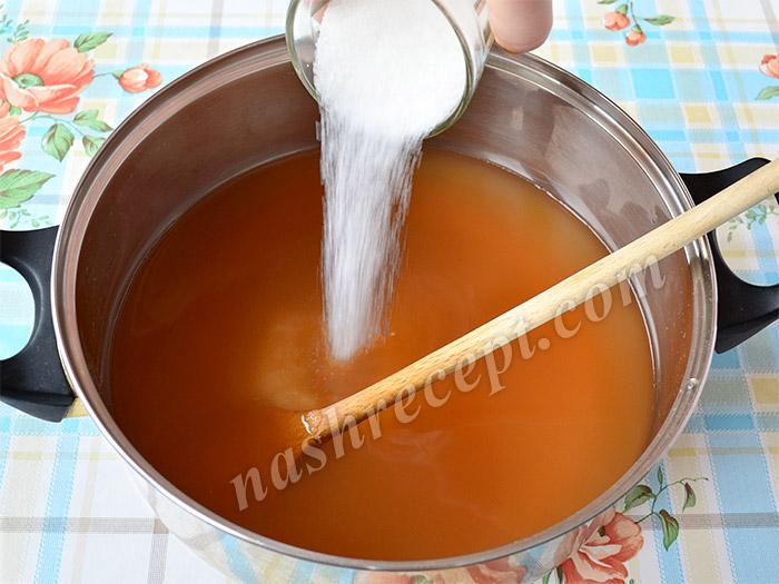всыпаем сахар в отвар - vsypaem sahar v otvar
