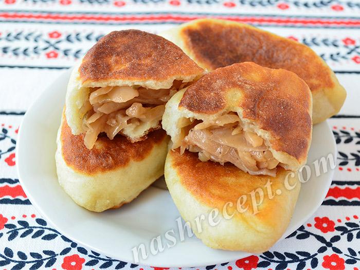 пирожки с тушеной капустой в разломе - pirozhki s tushenoy kapustoy v razlome