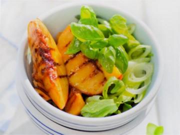 персики-гриль с зеленым салатом - persiki-gril s zelenym salatom