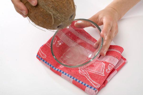 кокосовый сок (кокосовая вода) - kokosovyi sok (kokosovaya voda)