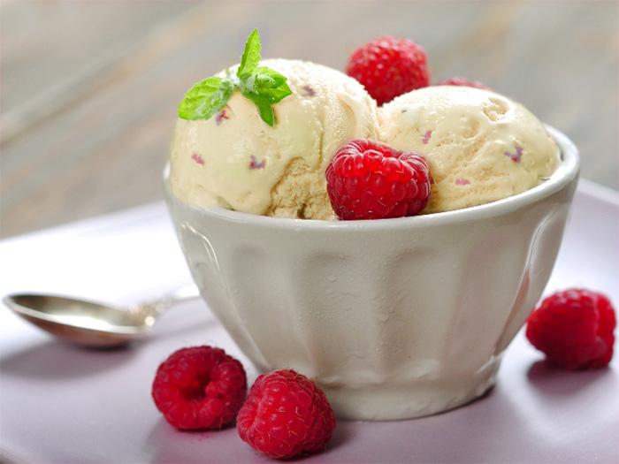 банановое мороженое с малиной - bananovoe morozhenoe s malinoy