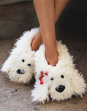 подарки к Новому году: тапочки в виде собаки