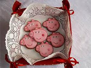 медовые пряники в виде свинки Пеппы к Новому году 2019