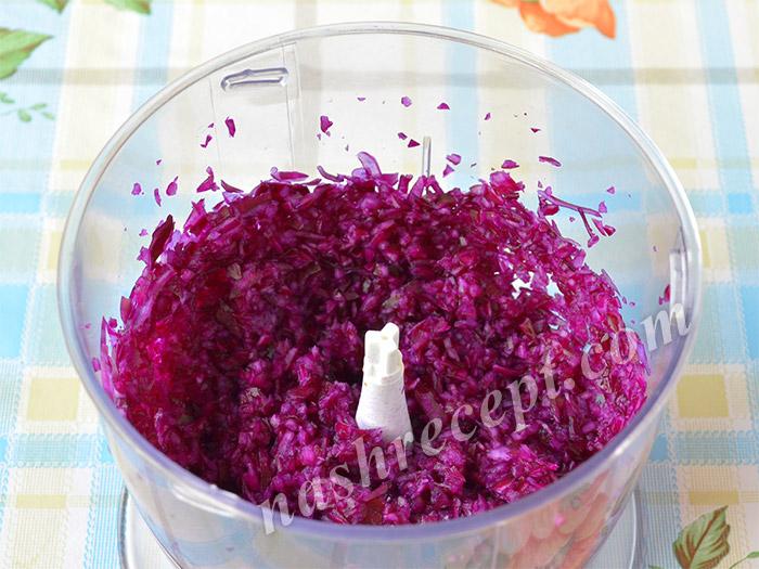 измельчаем краснокачанную капусту блендером - izmelchaem krasnokachannuyu kapustu blenderom