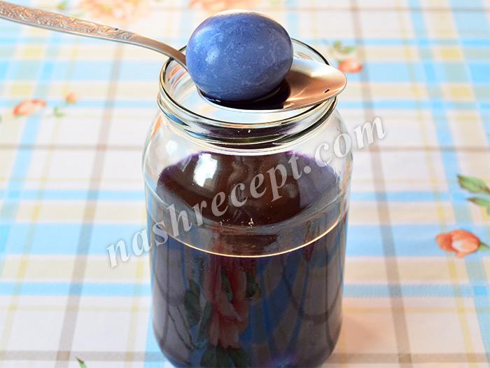 как покрасить пасхальные яйца в синий цвет краснокачанной капустой - kak pokrasit paskhalnye yaytsa v siniy tsvet krasnokachannoy kapustoy