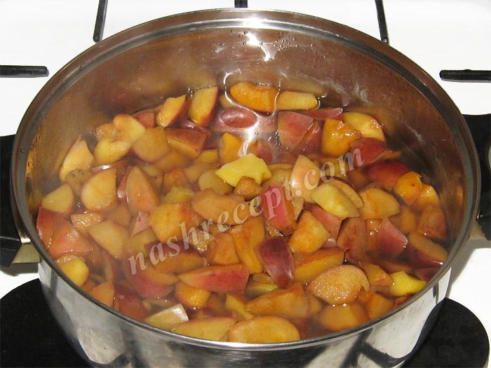 яблоки для варенья бланшируем