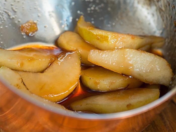карамелизованные груши для салата с рукколой
