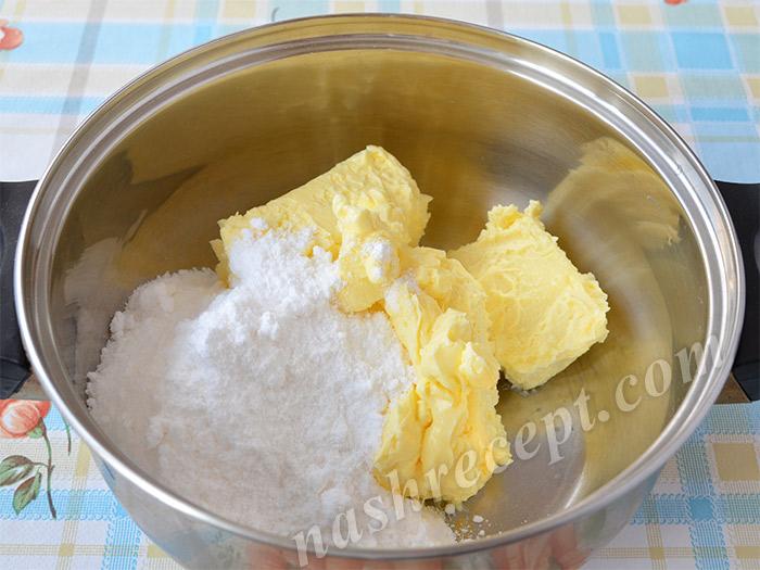 Сливочное масло и сахарная пудра для крема